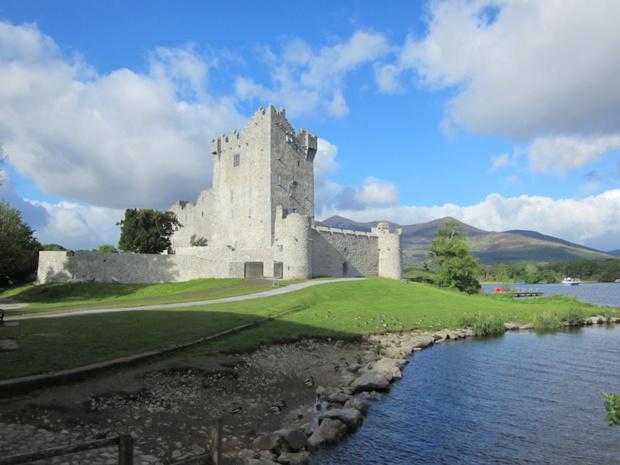 Ross Castle, au bord du lac du parc de Killarney dans le comté du Kerry. DR-LAC