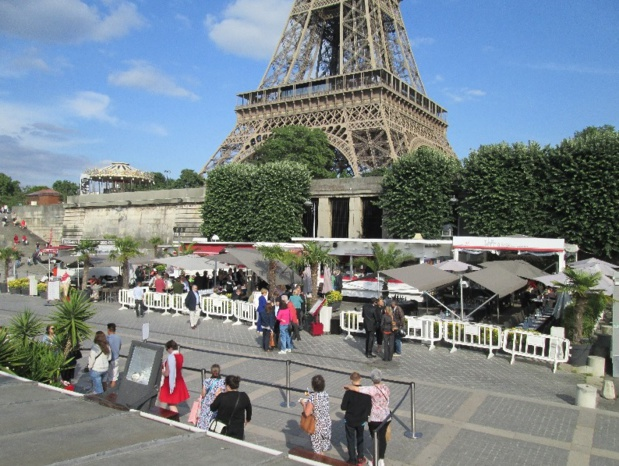 L'AFST a clôturé ce premier semestre 2015 par un cocktail rassemblant près de 150 personnes  aux Vedettes de Paris au pied de la Tour Eiffel - DR : AFST