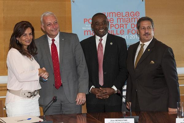 (de gauche à droite) Madame Christine Cabau Woehrel, présidente du directoire du port de Marseille Fos, Monsieur Juan kuryla, Directeur du Port de Miami, Monsieur  Jean monestime, Premier Vice-Président du Comté de Miami Dade, Monsieur Jose Luis diaz, Président de la commission du consortium international de commerce - Photo DR