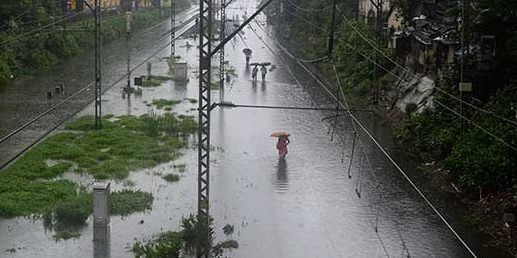 La pluie perturbe lourdement le trafic ferroviaire à Mumbai - Photo : Twitter.com - @Ndtv