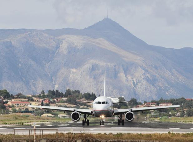 Un avion qui se pose à Corfou, en Grèce - Photo : photobeginner - Fotolia.com