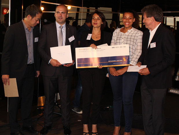 Winner of a roundtrip flight Paris-Singapore offered by the partners of the Singapore Tourism Office during the event - DR