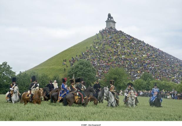 La butte, de 45 m de haut, présente sur sa cime un énorme lion en fonte, de 28 tonnes, emblème du duc d'Orange-Nassau - DR : WBT - Alex Kouprianoff