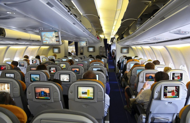 PXCom offers touristic guides onboard airplanes - Credit Thinkstock