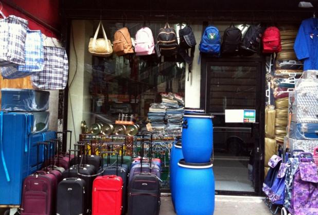 Les fameux sacs ultra légers, souvent aux couleurs rouges et brunes et communément appelés « sacs Tati », sont désormais interdits à l'enregistrement - DR