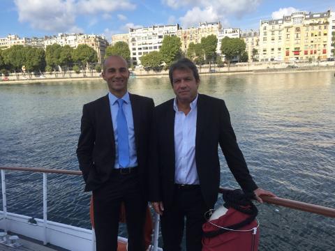 """T. Desplanques, directeur de l'IFTM Top Résa et Georges Rudas, PDG d'Amadeus France, ont présenté le """"Travel Hub"""", où exposeront 24 start-ups. Cet espace est sponsorisé par le GDS - DR: L.-A.C."""