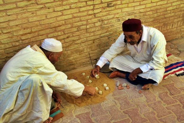 La Case de l'Oncle Dom: Tunisie, la politique de la terre brûlée pour les producteurs ?