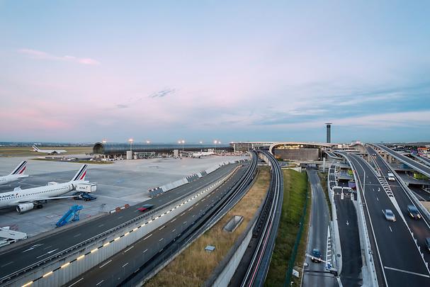 Aéroports de Paris - Vue des Pistes, des accès routiers du toit du Hall L, Paris CDG - DR  Aéroports de Paris - Photo : Le Bras Gwen - Zoo Studio