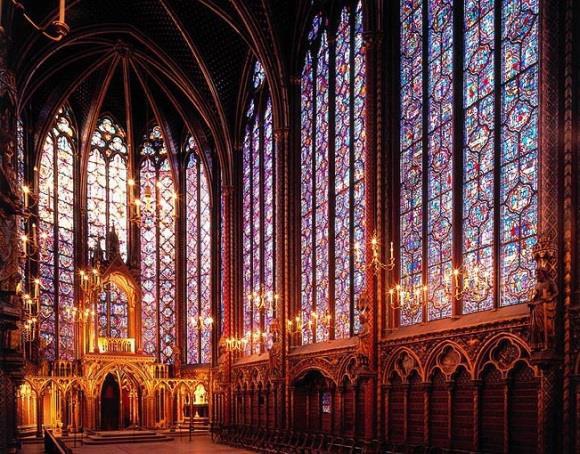 La Sainte-Chapellle joyau du gothique rayonnant. Après 7 ans de restauration ses vitraux ont retrouvé tout leur éclat. Photo CMN.