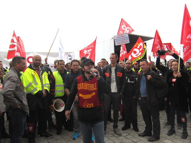 Around one thousand people protested against the attrition measures implemented by Air France's leadership. DR - LAC