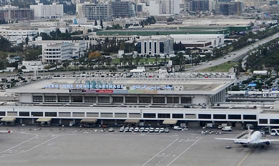 L'OACA engage des travaux à l'intersection de deux pistes de l'aéroport Tunis Carthage - Photo : Tunis Carthage