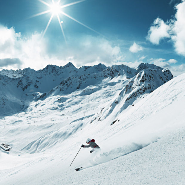 Ski a Weisshorn avec vue sur la station de ski Hoernli, Arosa. Copyright by: Switzerland Tourism/Stephan Schacher