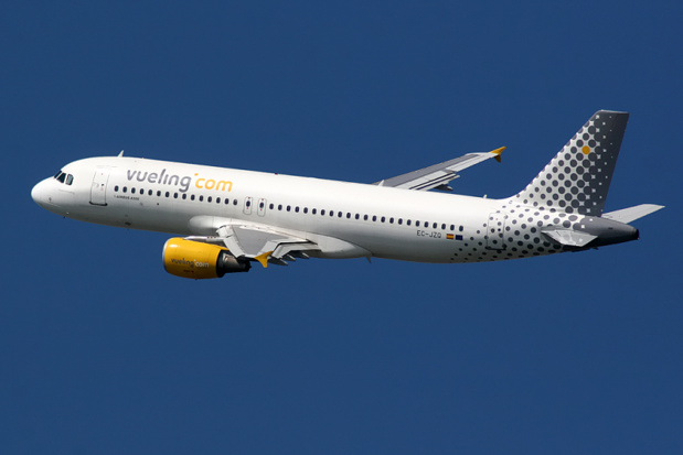 The operational strategy of Vueling is to set up, in the long run, a triangle of strong bases, Barcelona, Rome, and Paris to develop its lines towards the South, North, and East of Europe - Photo Wikipedia Airbus A320 Vueling