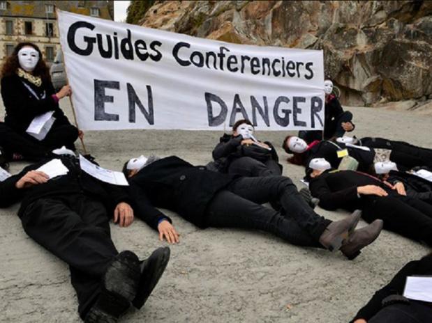 Des guides-conférenciers ont manifesté au Mont Saint-Michel vendredi 23 octobre 2015 contre le projet gouvernemental de déréglementation de leur profession - Photo DR