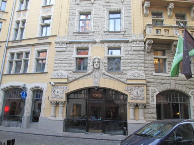 L'hôtel Neiburgs installé dans un bâtiment Art Nouveau classé au coeur de la vieille villede Riga. Il réunit le patrimoine historique, un design contemporain et le confort d'un 4 étoiles.