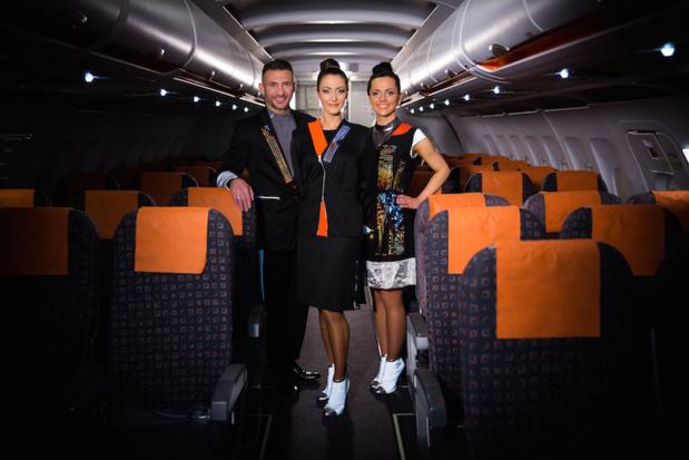 Les nouveaux uniformes plutôt futuristes des hôtesses et stewards. DR-easyJet.