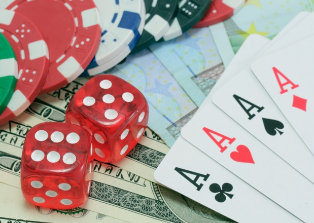 Jeu de Poker menteur pour les candidats à la reprise de FRAM, les salariés du voyagiste doivent singulièrement s'arracher les tifs... © sanmartial - Fotolia.com