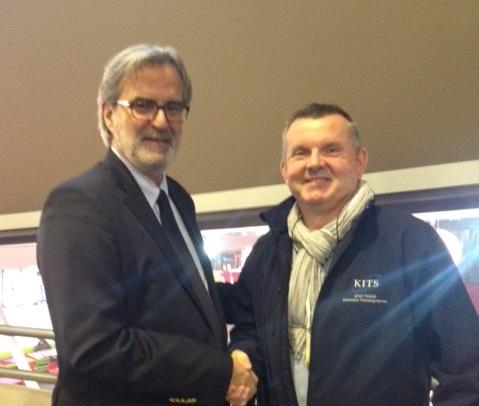 Eric Moreau le directeur régional Nord d'Air France et Alain Duquesnois, spécialiste des installations technologiques pour le groupe Kingfisher - Photo GB