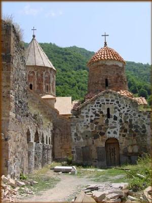 L'église du monastère de Dadivank date de 1214 - superbes photos de lArménie sur le site bourlingueurs.com