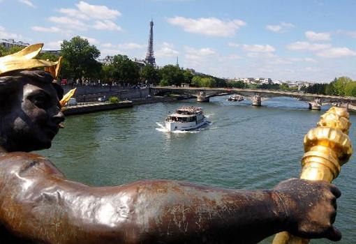 Vedettes de Paris propose une nouvelle croisières qui présente le développement durable lié à la Seine - Photo : Vedettes de Paris