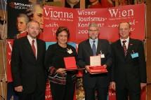 Vienne : Véronique Pauli reçoit la médaille Johann Strauss