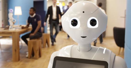 Pepper est actuellement le seul robot humanoïde à comprendre les émotions humaines - Photo : Aldebaran