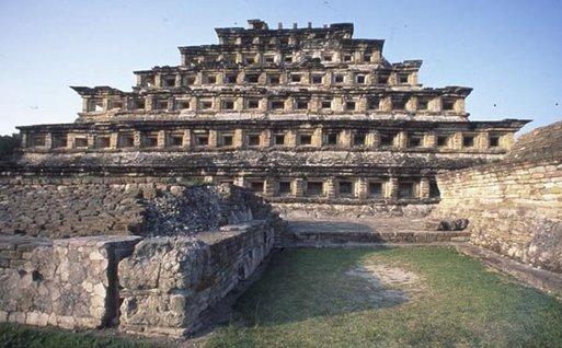 La pyramide à niches sur le site d'El Tajin (Etat du Veracruz)