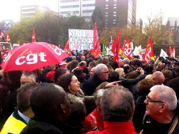 La manif du mercredi 2 décembre devant le tribunal de Bobigny pour soutenir les salariés d'Air France, convoqués pour violences après les incidents du 4 octobre 2015 / DR-LAC