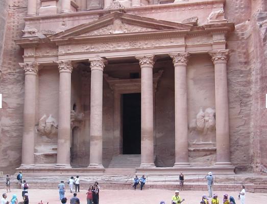 Les manifestations en Jordanie ont conduit à la fermeture de certaines routes qui mènent au site de Petra - Photo : P.C.