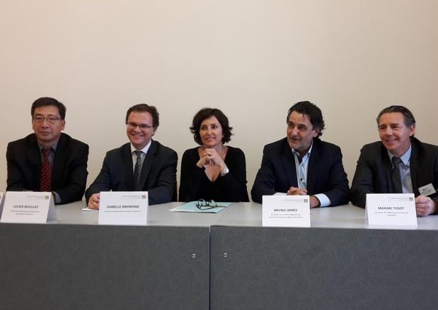 Pierre Shi (ID Travel Pro), Julien Boullay (Aéroport Marseille Provence), Isabelle Brémond (Bouches-du-Rhône Tourisme), Bruno James (CRT PACA), et Maxime Tissot (OT Marseille) lors de la conférence de presse à Marseille - Photo CE