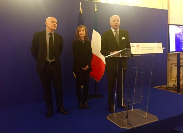Olivier Poivre d'Arvor, Isabelle Huppert et Laurent Fabius lors du lancement du Grand Tour au Quai d'Orsay le 14 janvier 2016 - Photo SHD.
