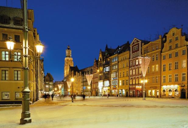 Le cœur de la ville s'articule autour de la grande place du marché, du XIIIème siècle - DR OT Pologne