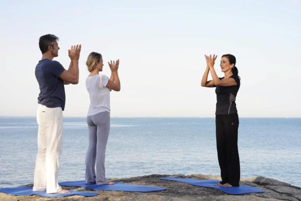 Séance de yoga face au large à Alliance Pornic. Photo N. Gihr.