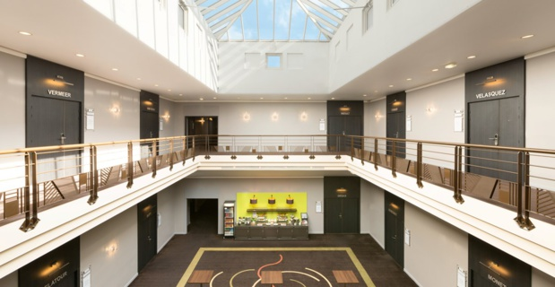 Hall with refreshment bar and 23 conference rooms