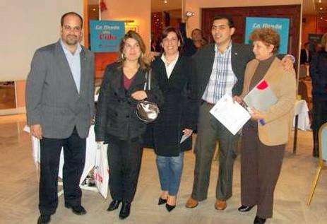 L'équipe cubaine de l'Office de tourisme et la gagnante Karine Goulard