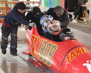 Certains des participants ont goûté en bobsleigh à l'ivresse de la vitesse sur le site olympique de Cesana Pariol