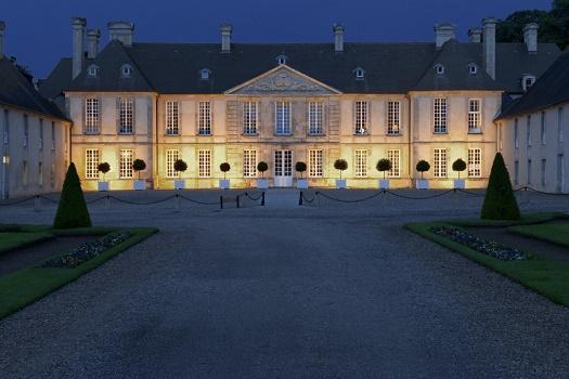 The courtyard of honor of Château d'Audrieu - Photo : Château d'Audrieu