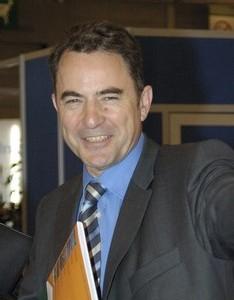 Alain Bagnaud, nouveau venu dans le secteur, Membre du Comité Exécutif de Reed Expositions, est Directeur Général du pôle « Transport, Tourisme et Communication » organisateur de Top Resa et succède à Joël Gangnery.