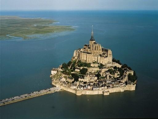 Le Mont Saint-Michel fête 1300 ans d'histoire