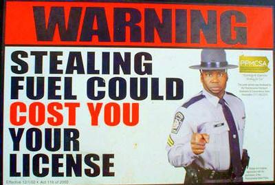 Si vous ne payez pas les surcharges fuel ça peut vous coûter votre licence, explique ce policier. En ira-t-il de même bientôt en France ?