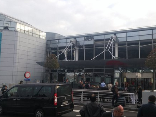 Bruxelles explosions a l aeroport de Zaventem au moins  morts