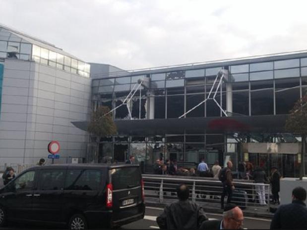 L'explosion s'est produite au niveau du Hall des départs de l'aéroport de Zaventem à Bruxelles - Photo : Twitter @Sindhleak