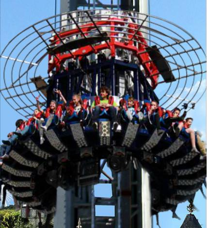 Le Donjon de l'Extrême : chute libre de 100 mètres de hauteur - DR
