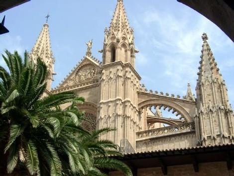 L'Espagne, malgré un nombre inférieur de visiteurs, est le pays européen qui encaisse les plus fortes recettes touristiques...