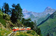 Le petit train touristique, relie le lac de Fabrèges au lac d'Artouste, à plus de 2000 mètres