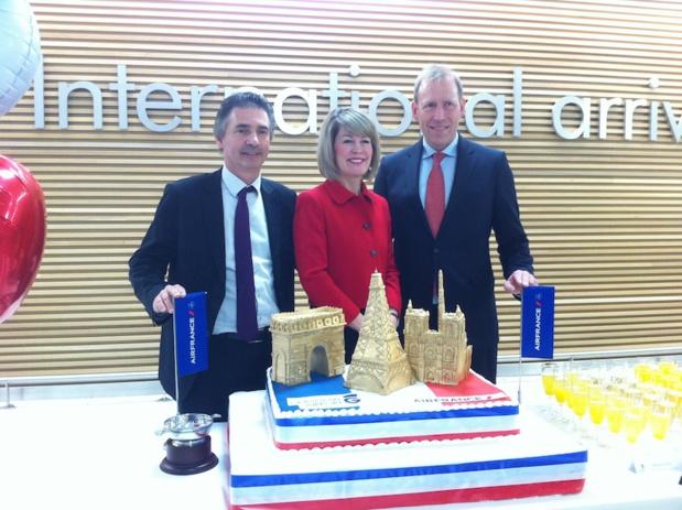 L'aéroport de Glasgow a célébré l'arrivée du nouveau vol d'Air France avec un énorme gâteau bien crémeux. DR-LAC