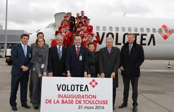 Edo Friart, directeur du développement international de Volotea, Ricard Lozano, directeur commercial de Volotea, Jean-Michel Vernhes, président du directoire de l'Aéroport Toulouse-Blgnac, et Catherine Gay, directrice développement et stratégie de l'aéroport Toulouse-Blagnac, ont fait le déplacement pour l'occasion - Photo : Volotea