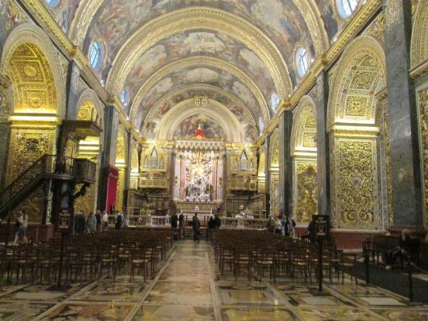 Co-cathédrale Saint Jean, un joyau de l'art et de l'architecture baroques. Tout le sol est recouvert d'une collection unique de pierres tombales en marbres incrustés où reposent 400 des chevaliers les plus illustres de l'Ordre. Photo MS.
