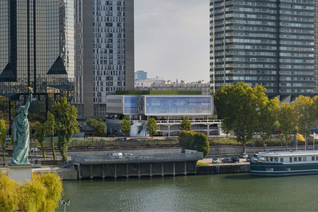 Le Cordon Bleu : Le toit du nouvel édifice accueillera des serres et des jardins potagers sur 800 m² pour la culture de fruits et légumes. Tout sera autonome en eau et en compost « pour rappeler notre lien à la nature, car c'est elle qui nous fournit tout », souligne Sylvy Morineau. Plus d'un millier d'étudiants seront formés dans ces nouveaux locaux en bord de Seine. crédits : Gabrielli – Pierrès – Primard