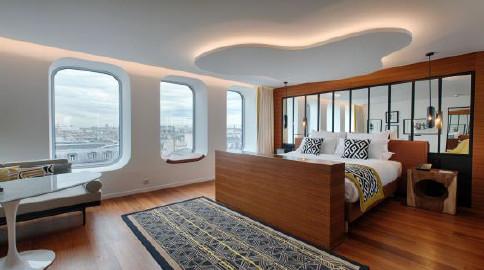 Les chambres de l'hôtel Renaissance de Paris République sont décorés dans le style des ateliers d'artistes locaux - Photo : Marriott International